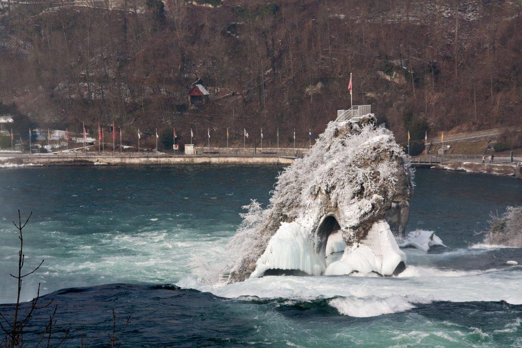 Cachoeira congelada no Reno, a 45 minutos de viagem a partir de Zurique. Foto: Yu Lan / http://www.shutterstock.com/gallery-441847p1.html