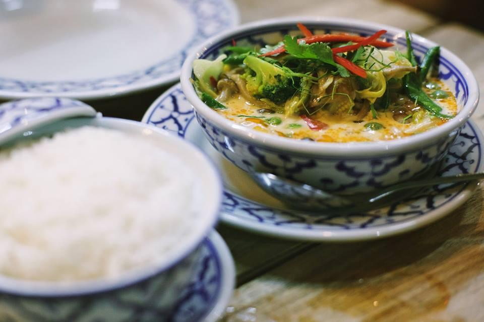 Almoçando curry em algum boteco - foto Ola Persson