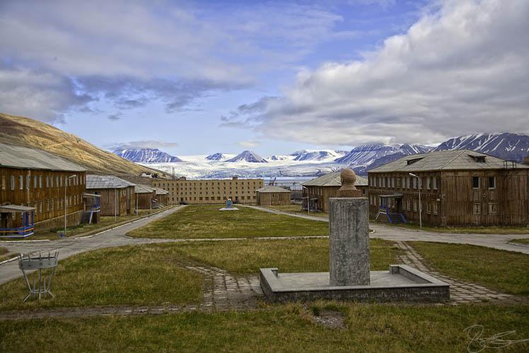 Lenin e a praça principal da Pyramiden, Svalbard. Foto: lukas.b0