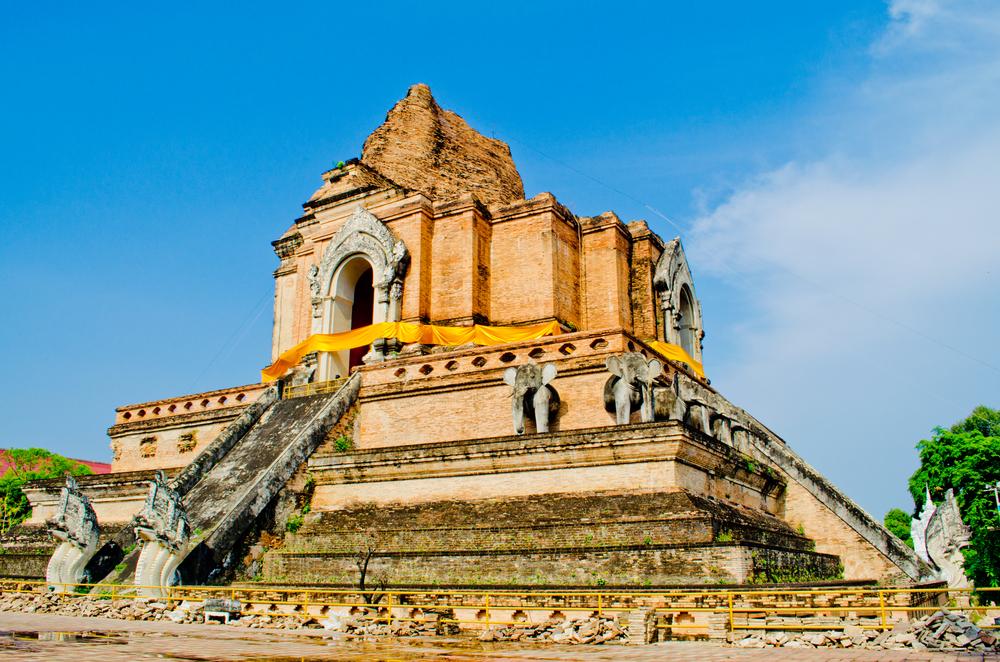 Ruínas do templo Chad Luang - foto: Sanmongkhol - shutterstock.com
