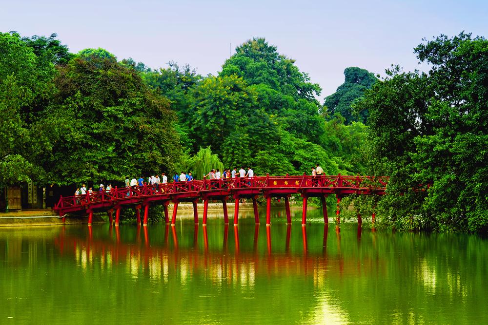 Hoan Kiem Lake - Foto por Denis Rozan/Shutterstock