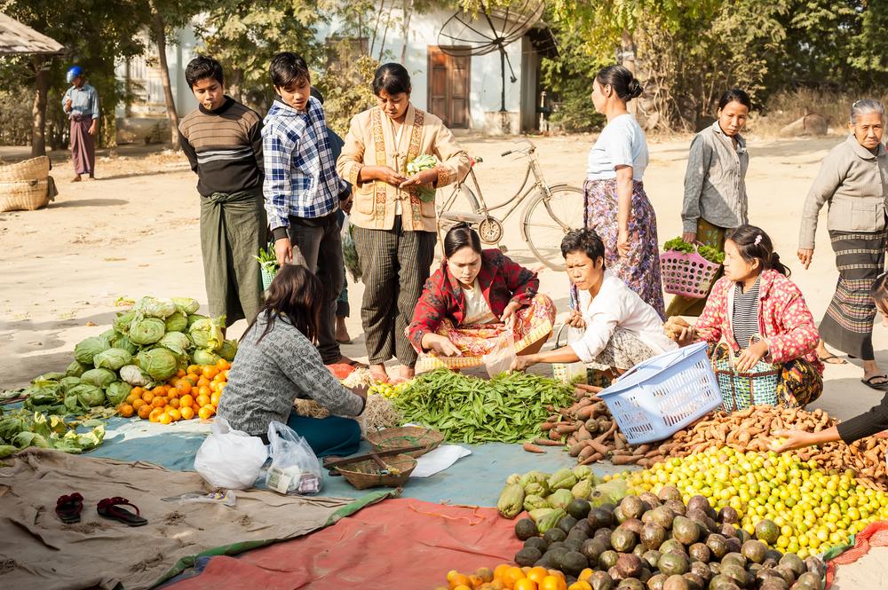 Nyaung-U market, Myanmar - foto gnomeandi - shutterstock.com