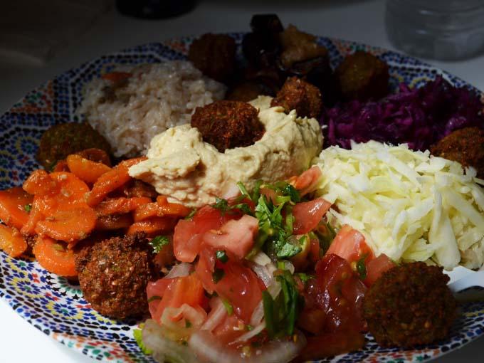A refeição (menu) do Mi-Va-Mi é bem melhor que o sanduíche, mas não rola comer em pé. (Foto: veggiebulle.fr)