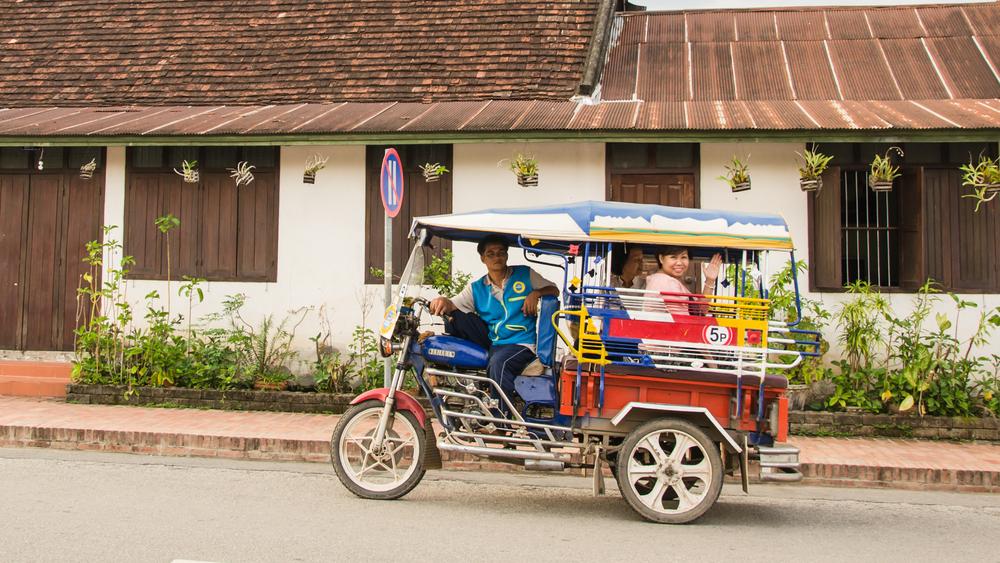 tuktuk em Luang Prabang - Anothai Thiansawang / Shutterstock.com
