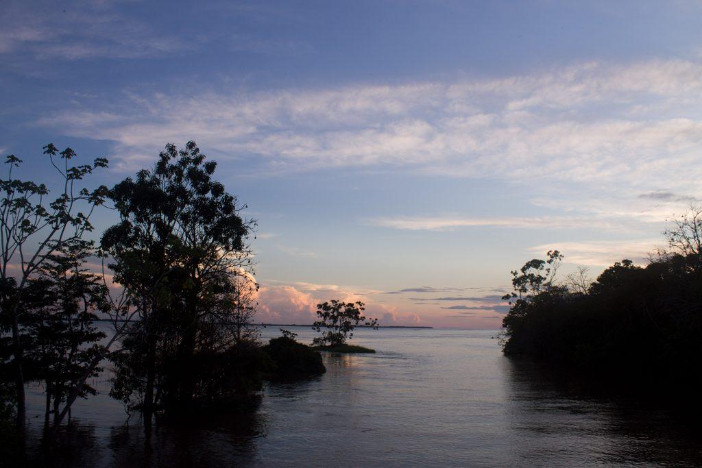 O rio, imponente, e o pôr-do-sol mais bonito que você vai ver. Crédito: Renata Helena Rodrigues