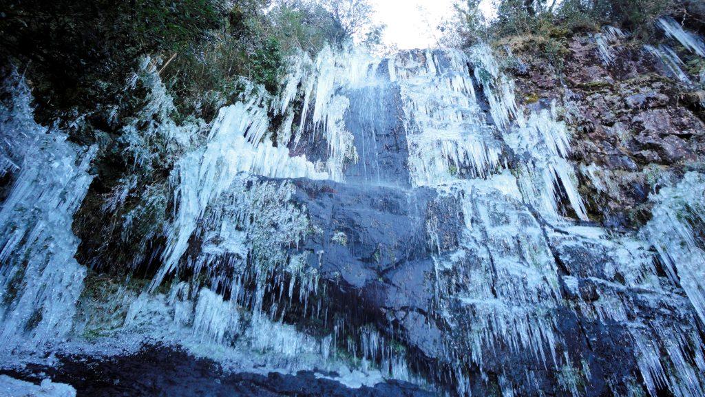 Cachoeira congelada no Morro das Torres - Urupema - Foto: Marília Oliveira