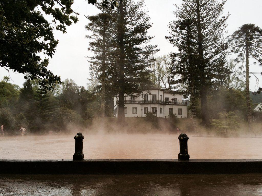 As termas do Parque Terra Nostra são a melhor opção para os dias de chuva