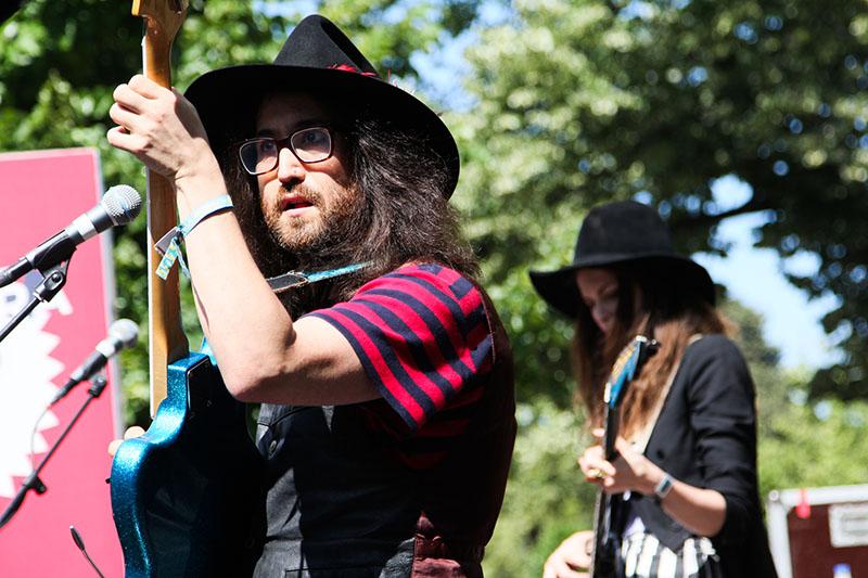 Sean Lennon tocando grátis no Parque da Ciutadela. Foto: Primavera Sound/ Dani Canto