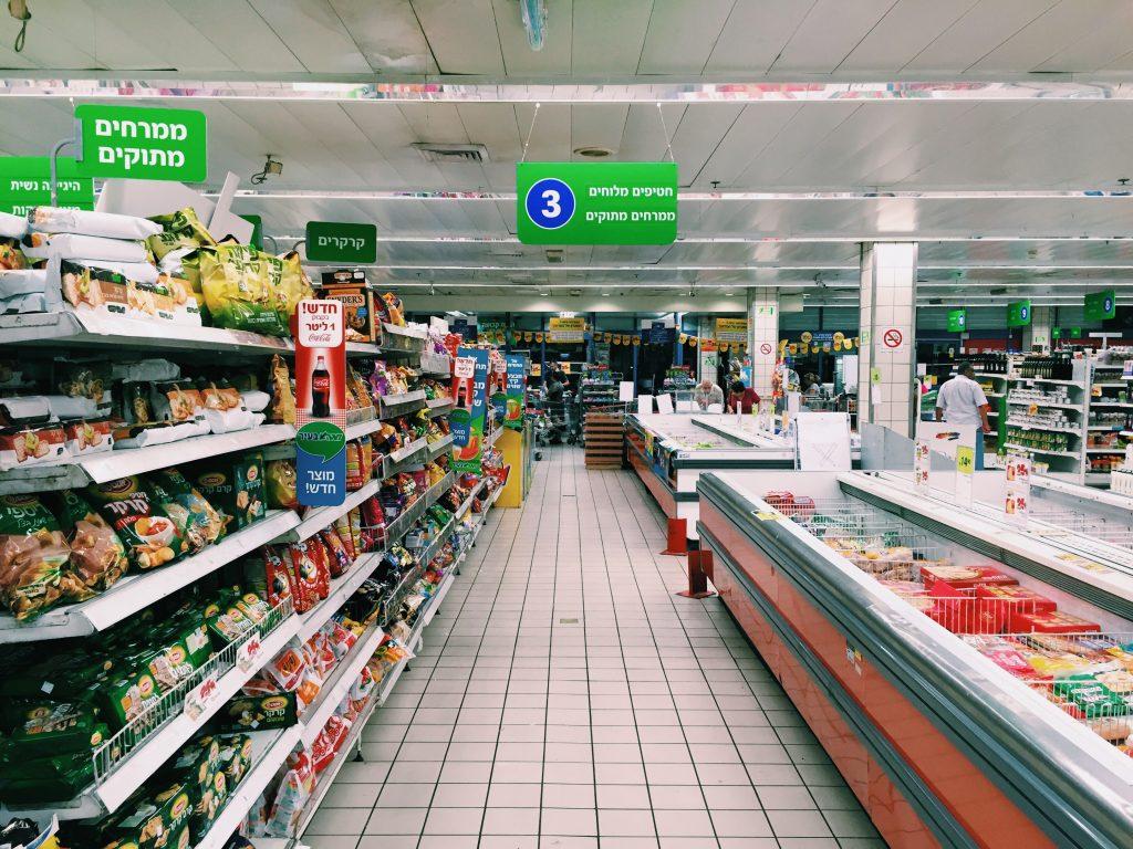 Quando até ir ao mercado vira uma experiência surreal, você sabe que está no lugar certo