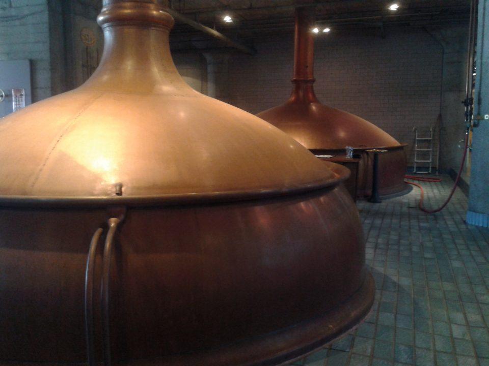 A mostura e fervura são feitas nesses recipientes de cobre
