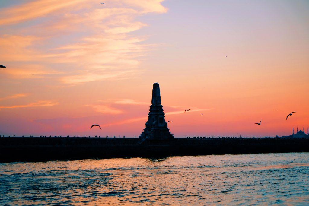 Ver o pôr-do-sol entre a Ásia e a Europa é uma das coisas mais legais de Istambul