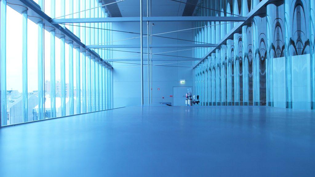 O minimalismo futurista do Bar Suspenso - Créditos: P. Dieb