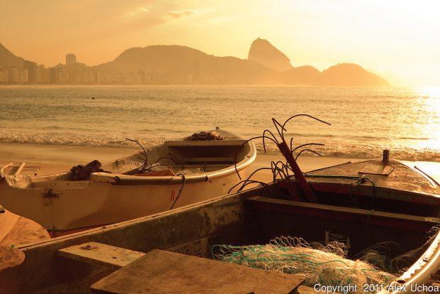 Barcos na colonia de pescadores Z-13, localizado no posto 6 da Praia de Copacabana, Rio de Janeiro
