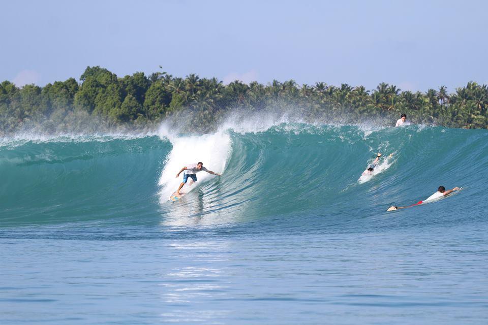 Olha o Beraldo pegando uma onda