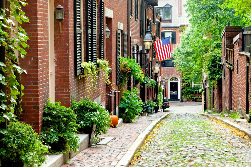 Rua Cobblestone em Boston, uma das ruas mais pitoresca dos EUA. Foto: cdrin / shutterstock.com