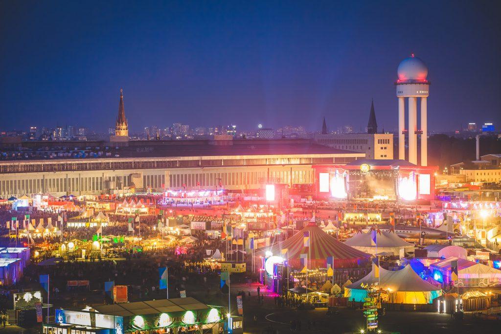 Lollapalooza no Tempelhof Feld, que ocupa a área do aeroporto desativado