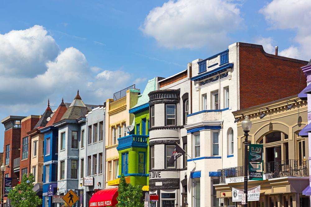 Casas coloridas da região de Adams Morgan (foto: Shutterstock - Andrei Medvedev)
