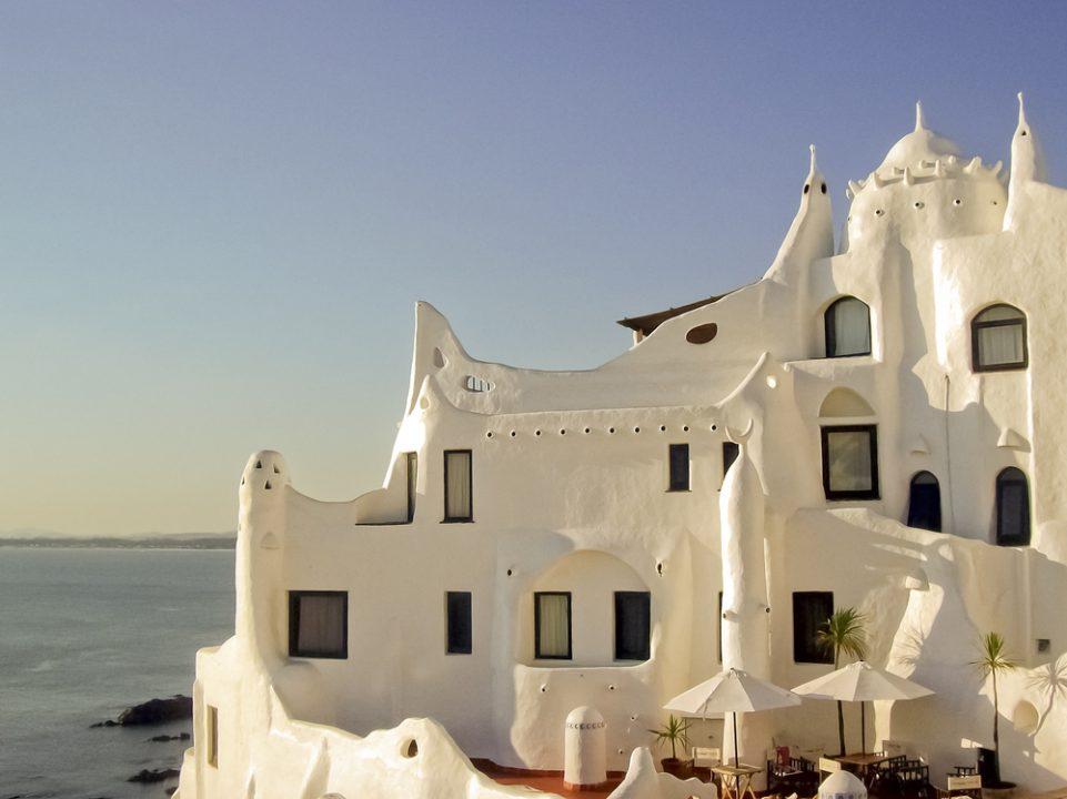 Casa Pueblo (Shutterstock - DFLC Prints)