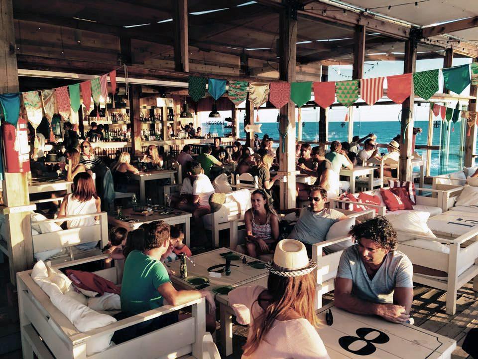 Negroni Beach Bar no fim do dia (foto: divulgação)
