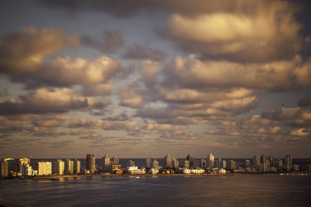 Vista da Playa Mansa (foto: Flickr/jikatu)