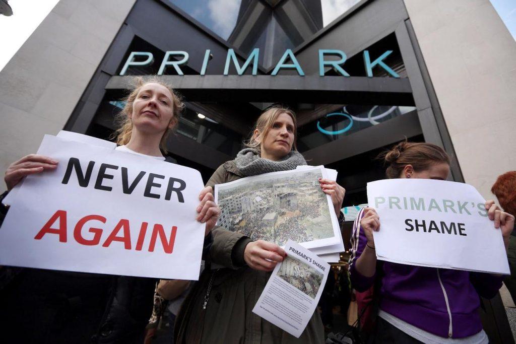 Protestos na Inglaterra (foto: http://www.usnews.com)