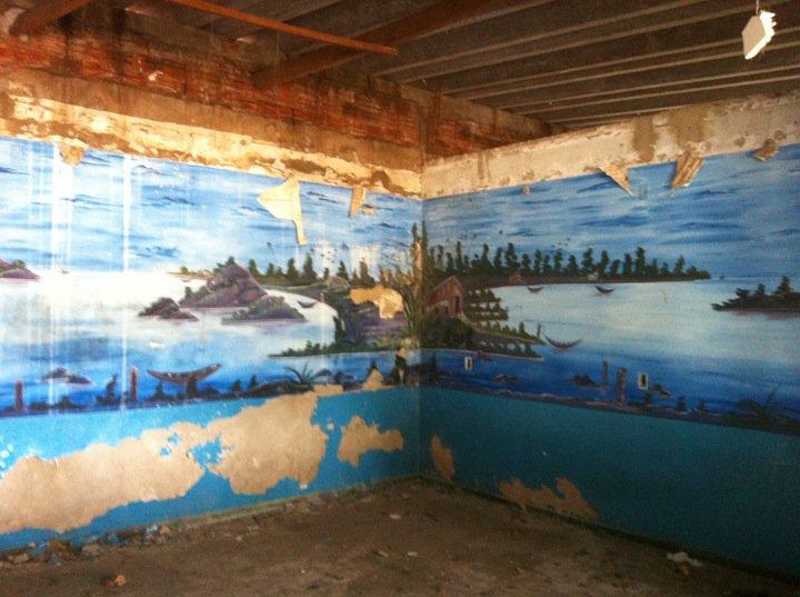 'Nem tudo está perdido: do nada, em meio a escombros em lugar algum, eis que surge poesia. Posto em ruínas entre Tocantins e Pará.'