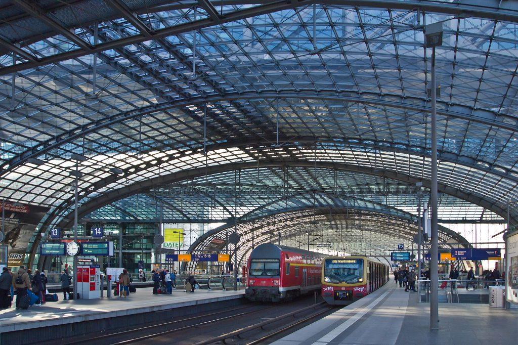 Uma das plataformas de embarque da Hauptbanhof