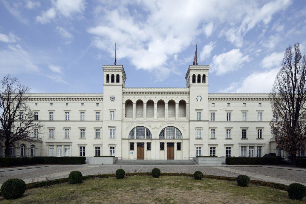 A fachada do Hamburgerbahnhof Museum