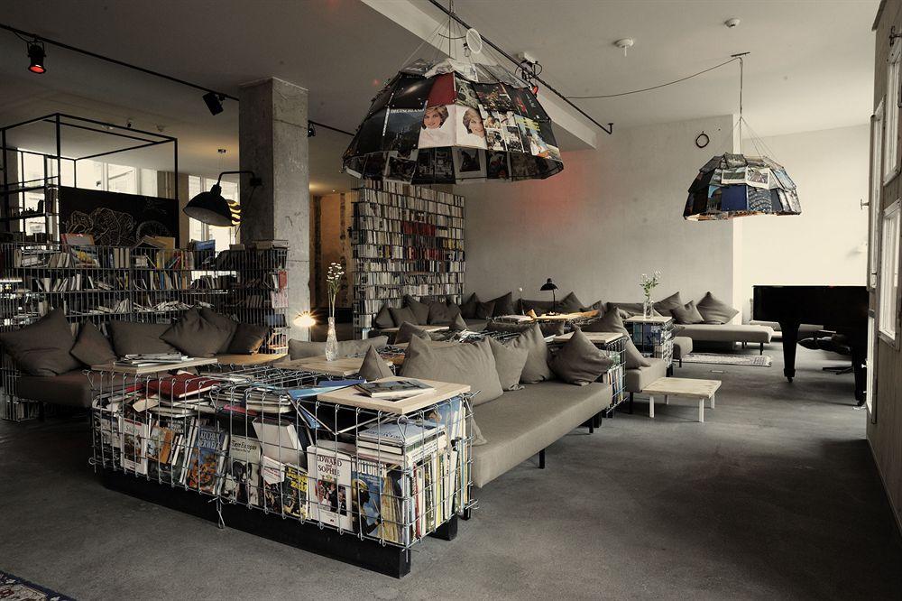 O bar do Michelberger Hotel