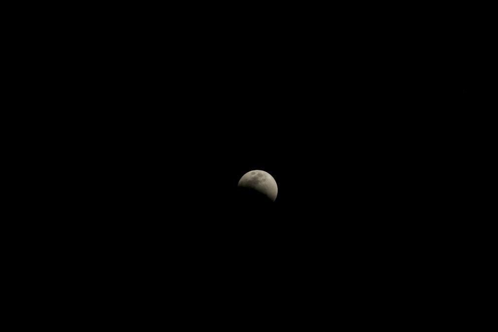 Eclipse no meio do Rio Negro. Foto: Lalai Persson
