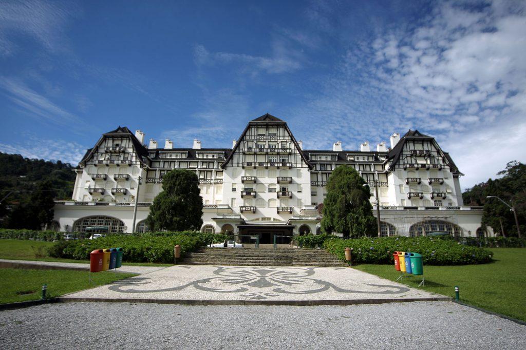 O Palácio Quitandinha, que hoje abriga uma unidade do Sesc