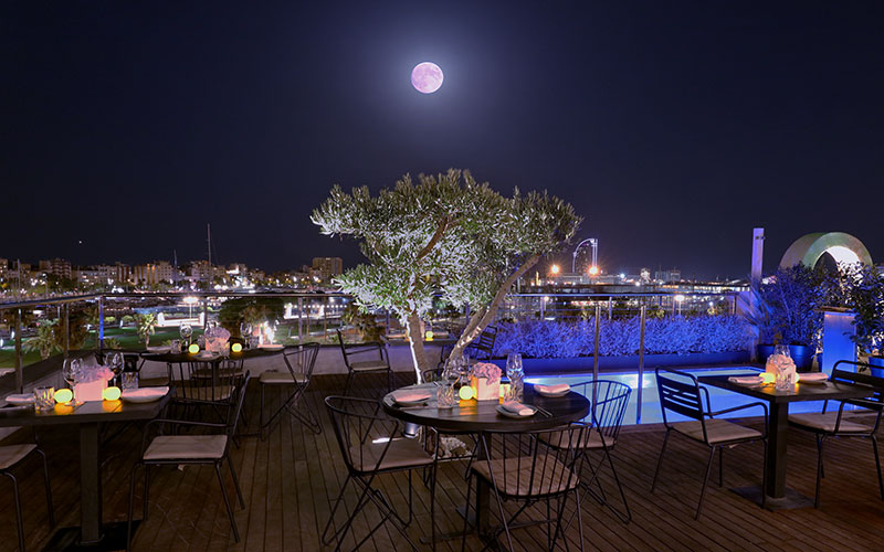 Noite de lua cheia em Barcelona. Foto: The Serras