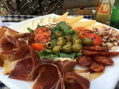 Proschuito, Olivas, linguiça e queijos