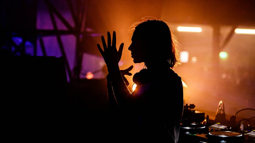 A bela Nina Kraviz, no palco UFO. Foto: Bart Heemskerk