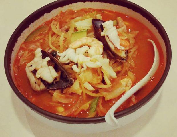H W Asawon, restaurante coreano em São Paulo. Foto: o prato Champong (Foto via Yelp por Victor L.)