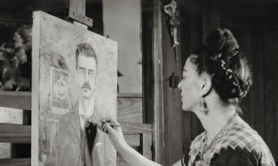 frida-painting-the-portrait-of-her-father-by-giscle-freund-1951-frida-kahlo-museum