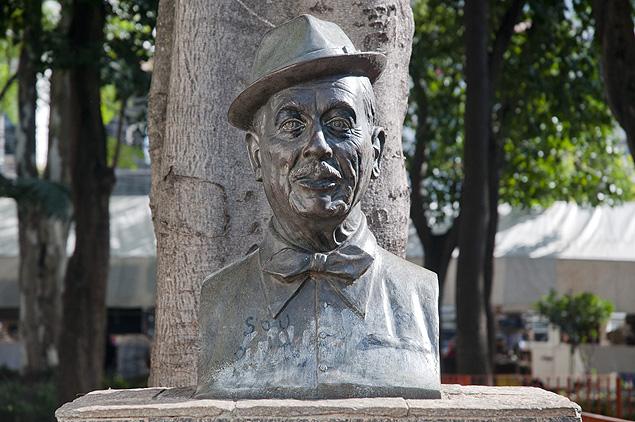Adoniran Barbosa é frequentador assíduo do Bixiga - Praça Dom Orione Foto: Divulgação