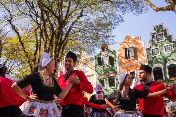 Dança Holandesa Divulgação Expoflora