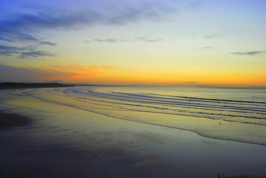 O nascer do sol em Enniscrone Beach, Irlanda. Foto: Mark Timmons