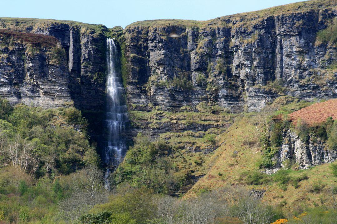 A cachoeira Sruth In Aghaidh An Aird, ou The Devil's Chimney, Irlanda. Foto: John Docherty