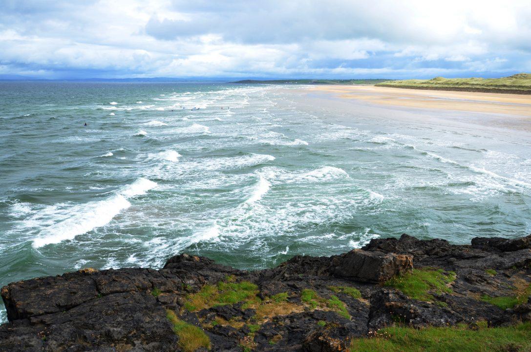 A praia de Bundoran, Irlanda. Foto: Michael Jones.
