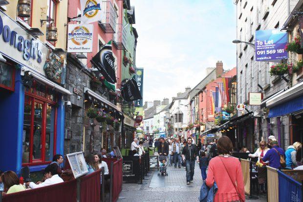Quay Street em Galway, Irlanda - foto: Carlos Raffaeli