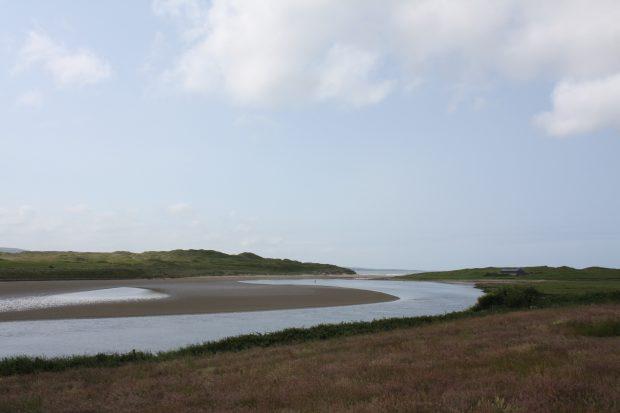 Rio Inagh e a praia de Lahinch Beach, no Wild Atlantic Way - foto: Carlos Raffaeli