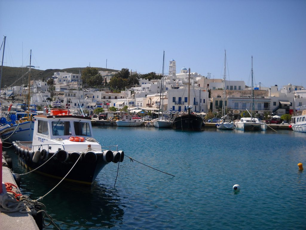 Adamas, onde fica o porto de Milos. Foto: Pastitio