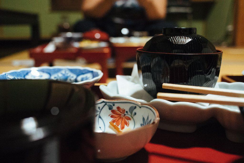 Detalhes das louças do jantar. Foto: Ola Persson