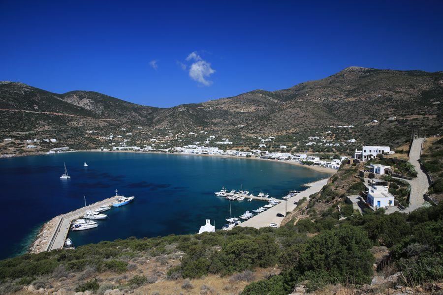 A praia de Platis Gialos. Foto: www.sifnos.gr