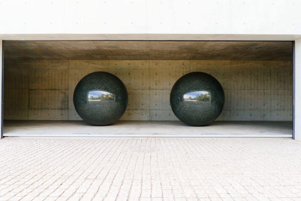 As esferas de granito de Walter De Maria. Foto: Ola Persson