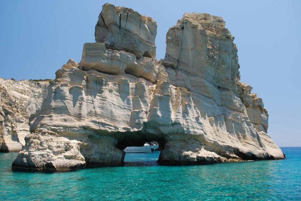 Uma das formações rochosas do Kleftiko, atração de Milos. Foto: almekrl01