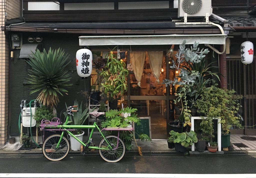 Um pequeno restaurante instalado numa típica casa japonesa no subúrbio de Kyoto. Foto: Lalai Persson