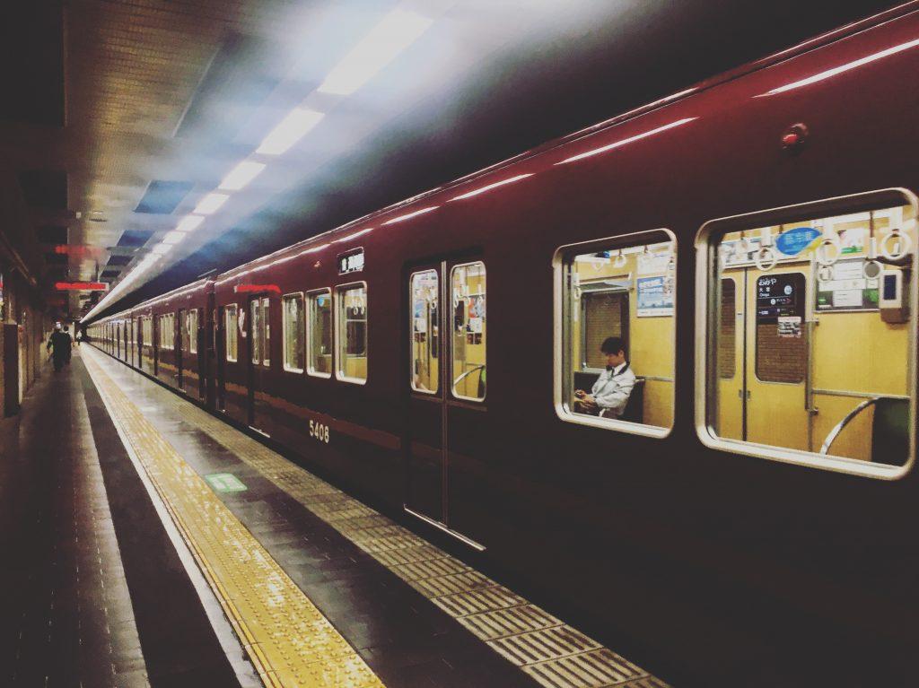 Os charmosos metrôs de Kyoto. Foto: Lalai Persson